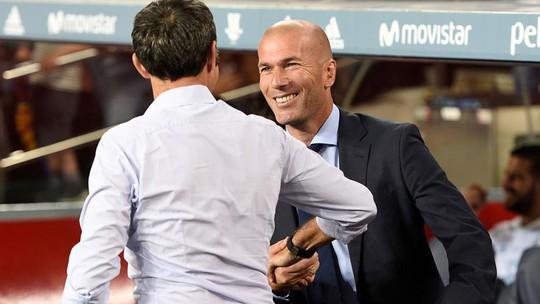 Bênh Ronaldo, Zidane đối mặt với án phạt - Ảnh 1.