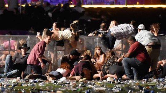 Sao nhạc đồng quê kinh hoàng vì vụ xả súng ở Las Vegas - Ảnh 2.