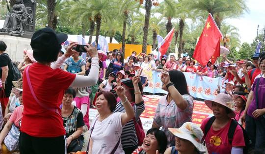 Hồng Kông: Cảnh sát đụng độ người biểu tình - Ảnh 1.