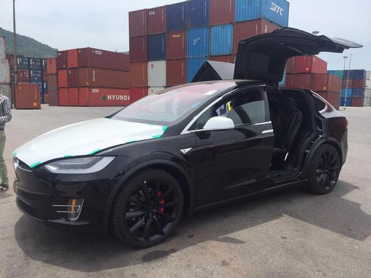Siêu SUV điện Tesla Model X đầu tiên về Việt Nam - Ảnh 1.
