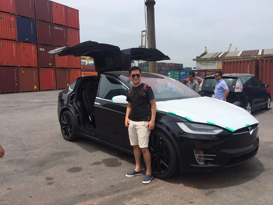 Siêu SUV điện Tesla Model X đầu tiên về Việt Nam - Ảnh 2.