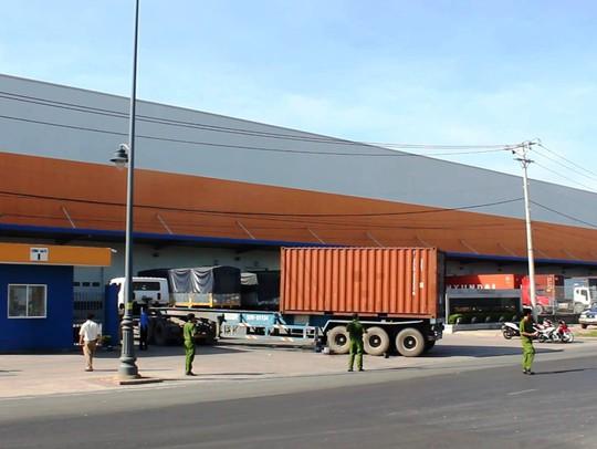 2 vụ va chạm với xe container tại quận 9, 2 người chết - Ảnh 2.
