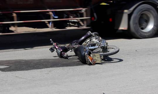 2 vụ va chạm với xe container tại quận 9, 2 người chết - Ảnh 1.