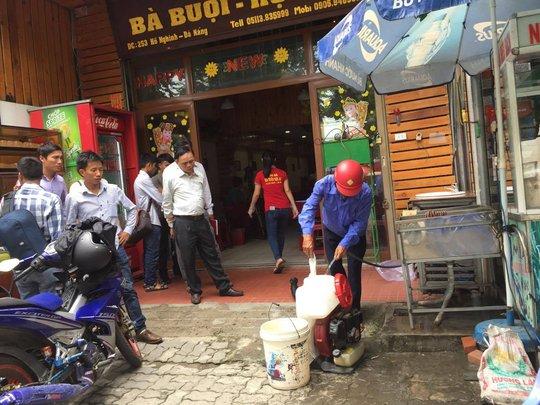 Thủ phạm gây ngộ độc cho 17 du khách ở Đà Nẵng là dưa chua - Ảnh 1.