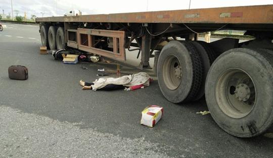 Va chạm xe container, 4 người trong 1 gia đình thương vong