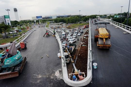 Tổ chức lại giao thông 2 nút giao cửa ngõ sân bay Tân Sơn Nhất - Ảnh 2.