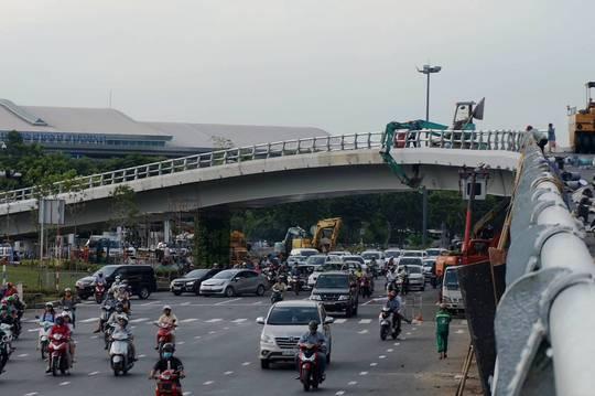 Tổ chức lại giao thông 2 nút giao cửa ngõ sân bay Tân Sơn Nhất - Ảnh 1.