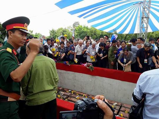 Các ông Trương Tấn Sang, Nguyễn Tấn Dũng dự lễ truy điệu liệt sĩ - Ảnh 1.