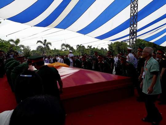 Các ông Trương Tấn Sang, Nguyễn Tấn Dũng dự lễ truy điệu liệt sĩ - Ảnh 7.