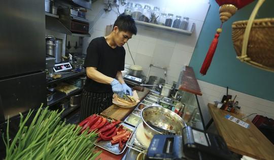 8 tiệm bánh mì thịt Việt Nam ngon nức tiếng ở Hồng Kông - Ảnh 3.