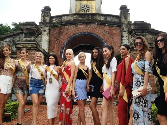 Hoa hậu Hòa bình Thế giới: 76 người đẹp thi trang phục dân tộc - Ảnh 2.