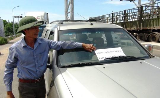 Hàng chục ô tô vây trạm thu phí Quán Hàu gây ách tắc giao thông - Ảnh 3.
