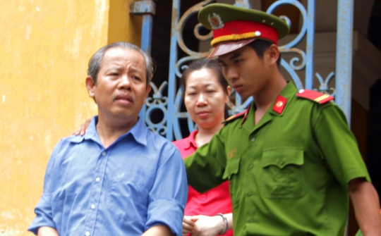 Nguyên Trưởng Ban Bồi thường giải phóng mặt bằng quận 1 ra tòa - Ảnh 1.