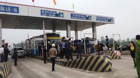 Quảng Bình: Gần 10.000 xe qua trạm thu phí Quán Hàu được miễn phí - Ảnh 1.