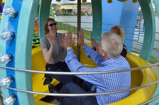 Cha xây công viên giải trí 51 triệu USD cho con gái khuyết tật - Ảnh 2.