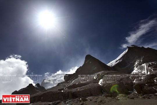 Hành trình chiêm bái ngọn núi thiêng Kailash ở Tây Tạng - Ảnh 2.