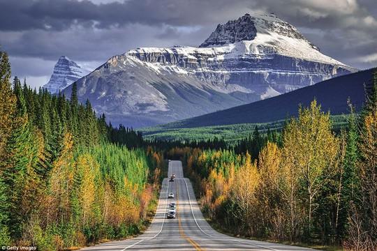 Du ngoạn dọc theo những quãng đường đẹp nhất thế giới - Ảnh 2.
