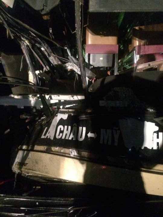 Xe khách đối đầu xe tải trên cao tốc, 8 người trọng thương - Ảnh 2.