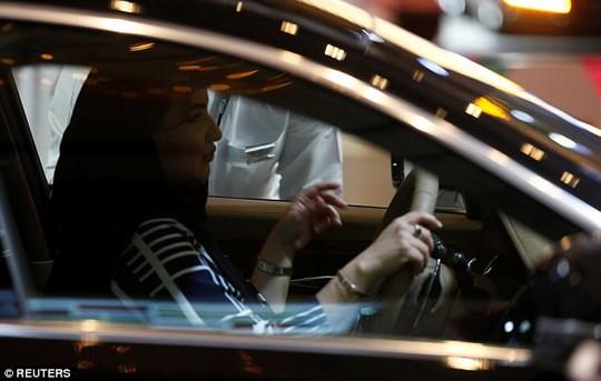 Chú rể hủy lễ cưới vì cha cô dâu đòi cho con gái… lái xe - Ảnh 1.