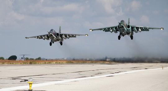 Ông Putin cảm ơn phi công Su-30 bảo vệ mình khi tới Syria - Ảnh 2.