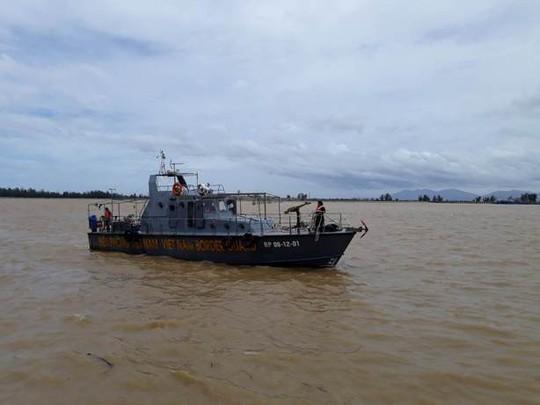 Đưa thi thể thuyền viên tàu 4.700 tấn gặp nạn trong bão số 2 vào bờ