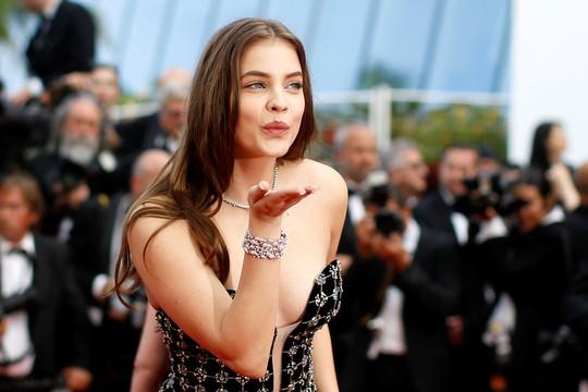 Siêu mẫu Irina Shayk đẹp cuốn hút trên thảm đỏ - Ảnh 4.
