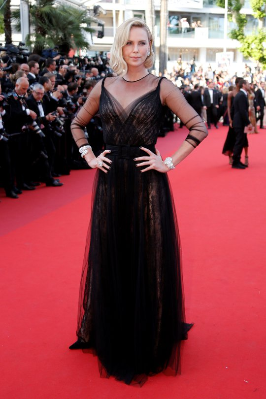 Siêu mẫu Irina Shayk đẹp cuốn hút trên thảm đỏ - Ảnh 6.