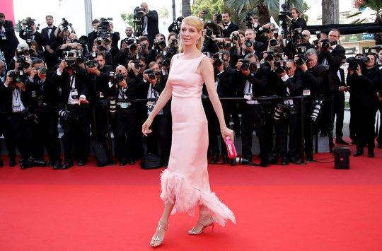 Siêu mẫu Irina Shayk đẹp cuốn hút trên thảm đỏ - Ảnh 10.