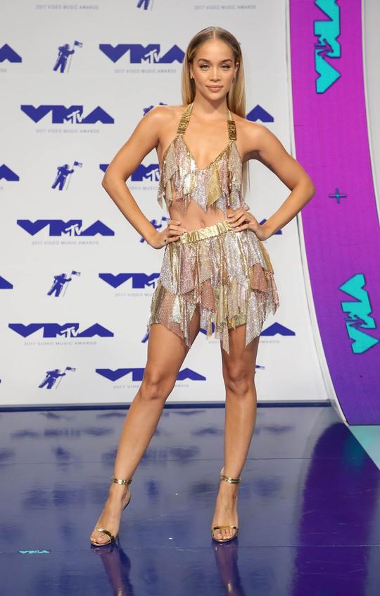 Mốt khoe ngực được chuộng tại MTV VMA 2017 - Ảnh 6.