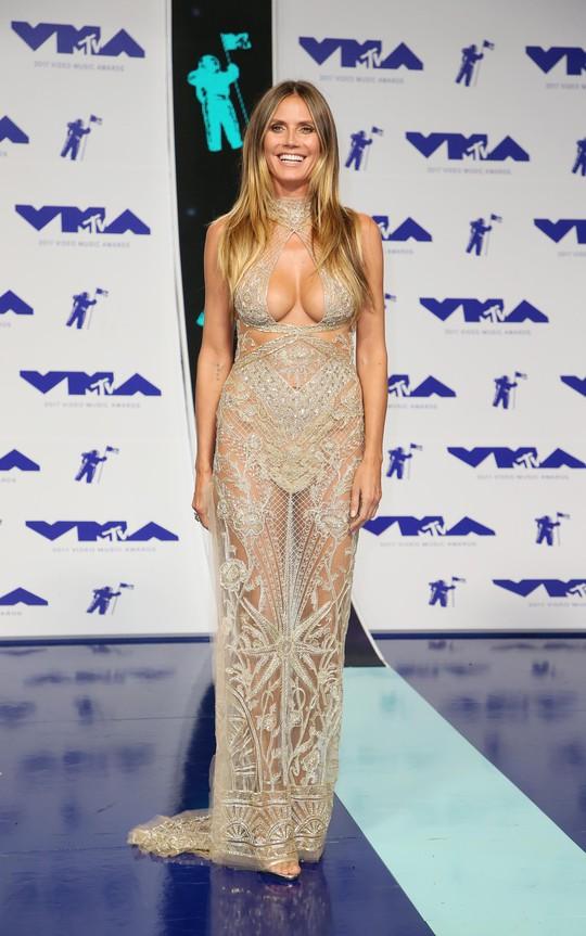 Mốt khoe ngực được chuộng tại MTV VMA 2017 - Ảnh 5.