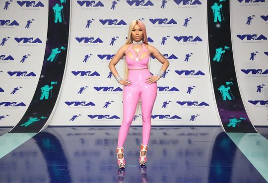 Mốt khoe ngực được chuộng tại MTV VMA 2017 - Ảnh 3.