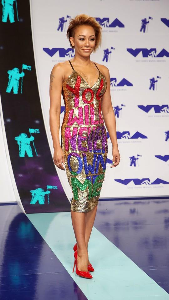 Mốt khoe ngực được chuộng tại MTV VMA 2017 - Ảnh 10.