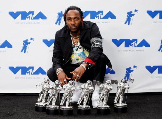 Mốt khoe ngực được chuộng tại MTV VMA 2017 - Ảnh 13.