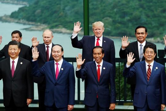 APEC 2017: Các nhà lãnh đạo APEC vui vẻ đi dạo, chụp hình - Ảnh 13.