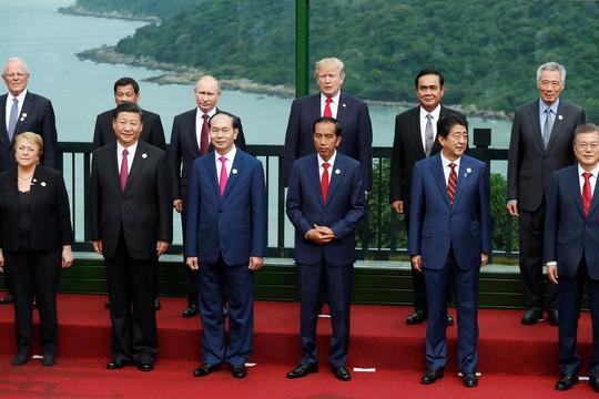 APEC 2017: Các nhà lãnh đạo APEC vui vẻ đi dạo, chụp hình - Ảnh 11.