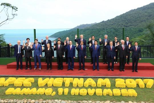 APEC 2017: Các nhà lãnh đạo APEC vui vẻ đi dạo, chụp hình - Ảnh 14.