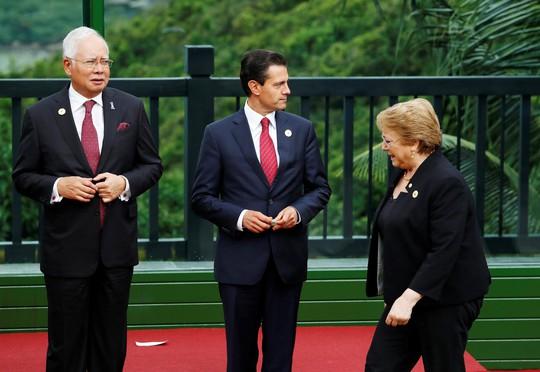 APEC 2017: Các nhà lãnh đạo APEC vui vẻ đi dạo, chụp hình - Ảnh 8.