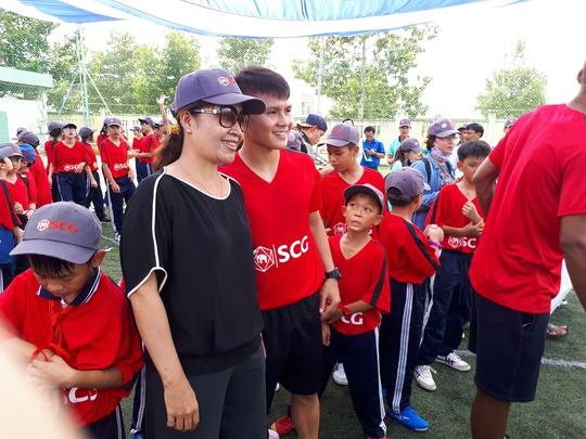Một buổi làm thầy đáng nhớ của tuyển thủ Quang Hải - ảnh 7