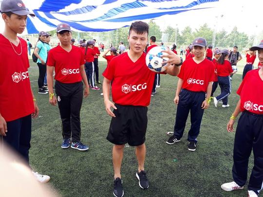 Một buổi làm thầy đáng nhớ của tuyển thủ Quang Hải - ảnh 6