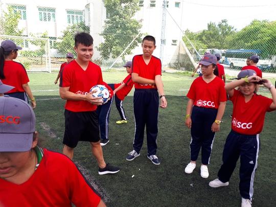 Một buổi làm thầy đáng nhớ của tuyển thủ Quang Hải - ảnh 3