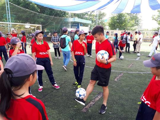 Một buổi làm thầy đáng nhớ của tuyển thủ Quang Hải - ảnh 1