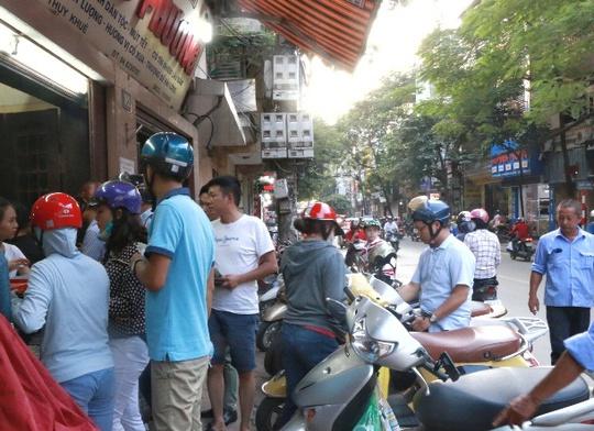 Hà Nội: Xếp hàng dài đợi mua bánh trung thu truyền thống - Ảnh 8.