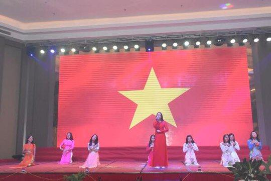 100 bạn trẻ Việt kiều về Đồng bằng sông Cửu Long dự trại hè - Ảnh 16.