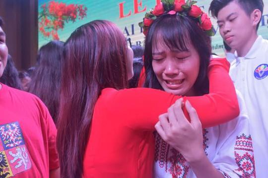 100 bạn trẻ Việt kiều về Đồng bằng sông Cửu Long dự trại hè - Ảnh 1.