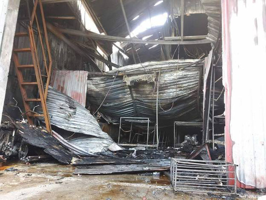 Cháy xưởng bánh kẹo ở Hà Nội, 8 người tử vong - Ảnh 1.