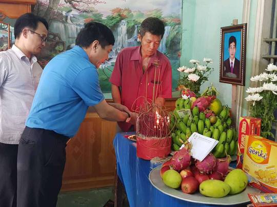 Chủ tịch Tổng LĐLĐ chia buồn gia đình nạn nhân vụ cháy tại Hà Nội - Ảnh 5.