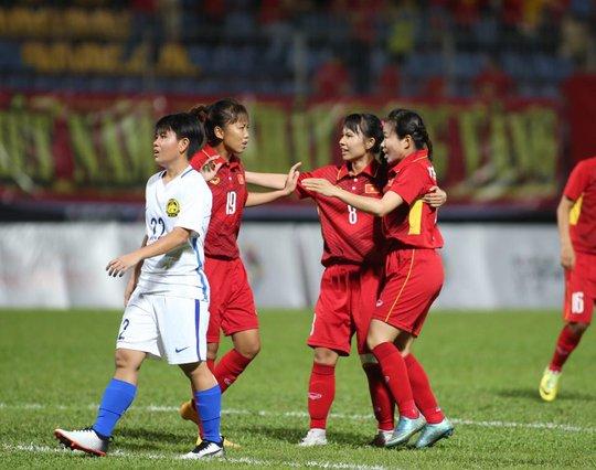 Thắng Malaysia 6-0, bóng đá nữ Việt Nam đoạt HCV - Ảnh 6.