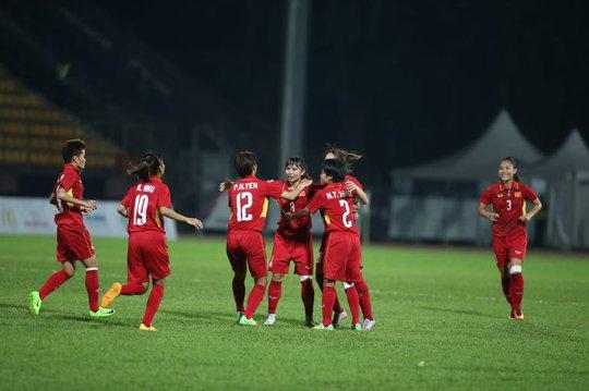 Thắng Malaysia 6-0, bóng đá nữ Việt Nam đoạt HCV - Ảnh 10.