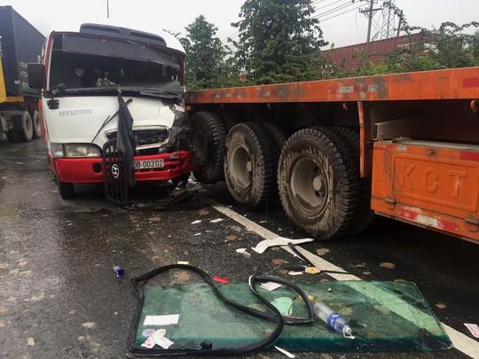 Tai nạn nghiêm trọng trên Quốc lộ 1 đoạn qua TP HCM - ảnh 1