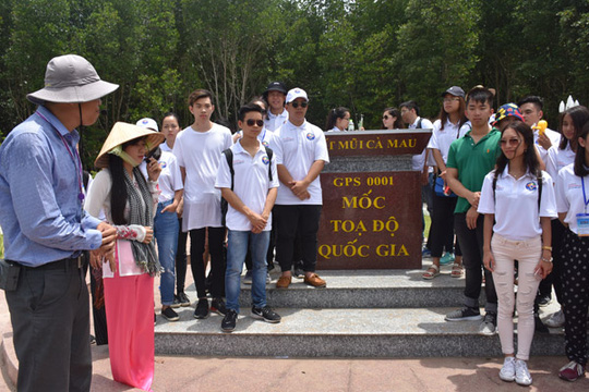 100 bạn trẻ Việt kiều về Đồng bằng sông Cửu Long dự trại hè - Ảnh 11.